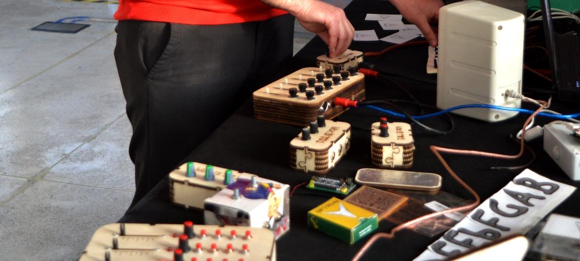 Festa della Musica a Cosenza: improvvisazione allo stand di Artis Lab